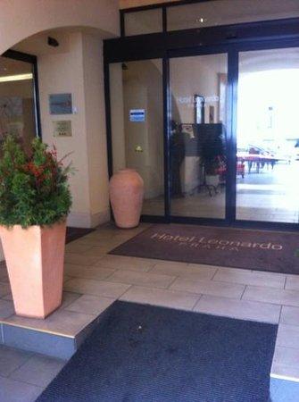 Hotel Leonardo Prague:                   Välkomnande entre