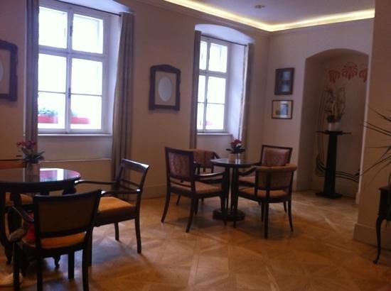 Hotel Leonardo Prague:                   Receptionen