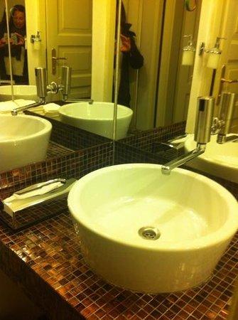 Hotel Leonardo Prague:                   Fräscha och smakfull inredning!