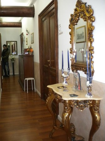 Dulcis In Fundo - Trastevere :                   The corridor