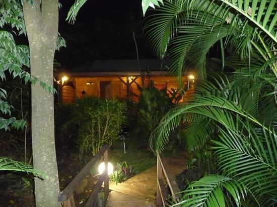 Douche exterieure picture of au jardin des colibris for Au jardin des colibris