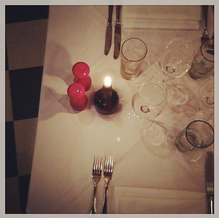 La Fourchette:                   Table setting