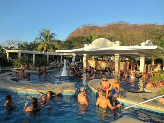 Hotel Riu Guanacaste: Swim up bar