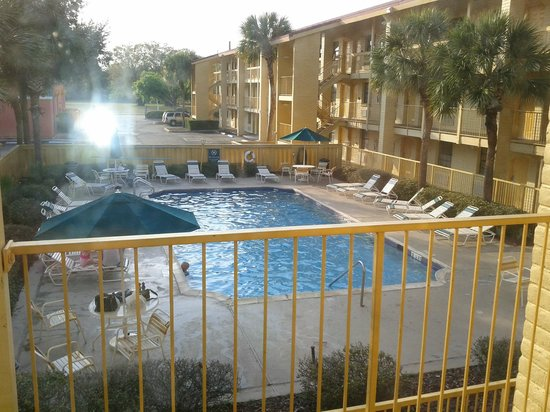 La Quinta Inn Orlando Airport West:                   Pool/Patio