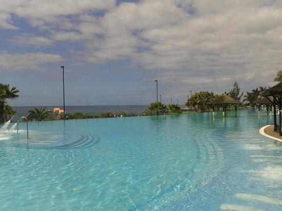 Gran Melia Palacio de Isora Resort & Spa:                   Piscina mas grande de europa