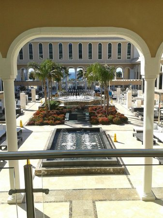 Gran Melia Palacio de Isora Resort & Spa:                   Entrada al patio principal