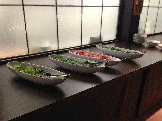 Elizabeth Arthotel:                   Das Salat Buffet dürfte ruhig etwas grösser sein :)