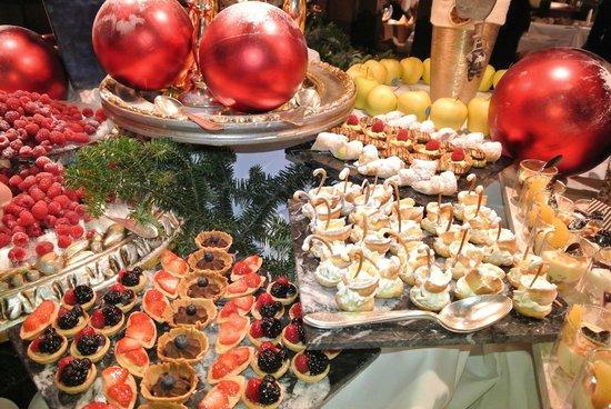 Hotel Cappella:                   dessert buffet