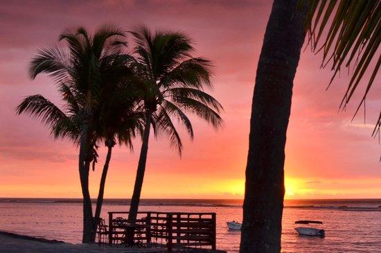 Le Meridien Ile Maurice: Sunset on the beach