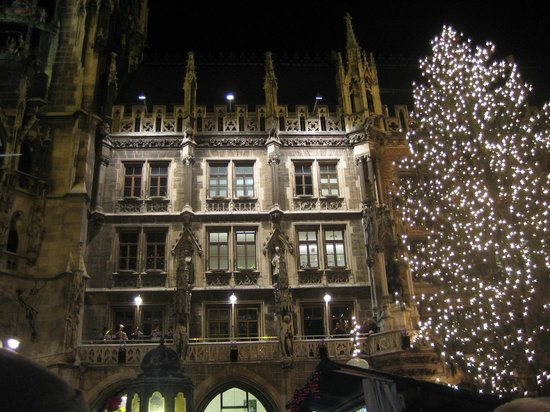 Hotel Mercure Muenchen Altstadt: Town Hall Christmas decorations and entertainment