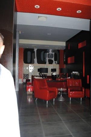 Ameritania Hotel:                   lobby lounge