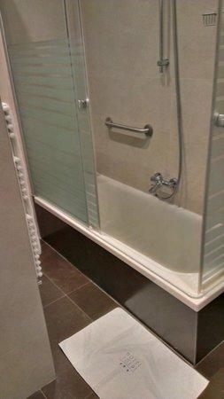 Yoldi Hotel:                   Bañera
