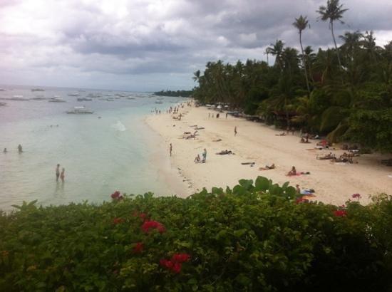 Amorita Resort: view of the beach from the resort