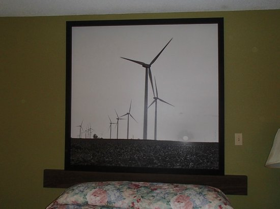 Super 8 Columbia City:                   unique artwork of a windfarm over bed