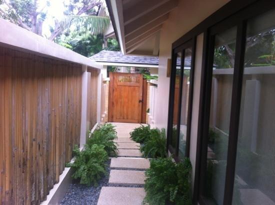Amorita Resort: private walkway to the villa