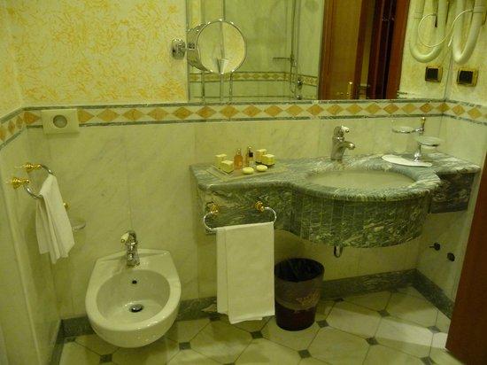 Andreola Hotel: Bathroom, marble