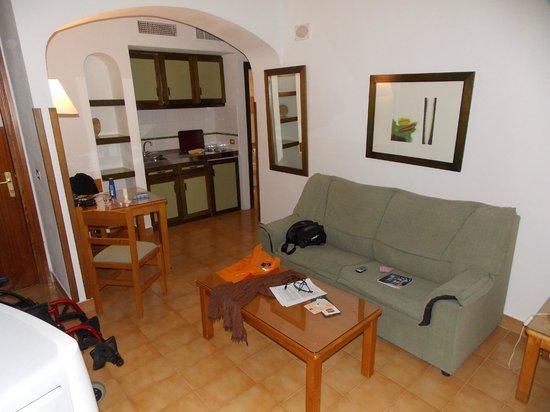 Aparthotel Riu Flamingo:                   Un salon kitchenette qui donne sur une superbe terrasse.