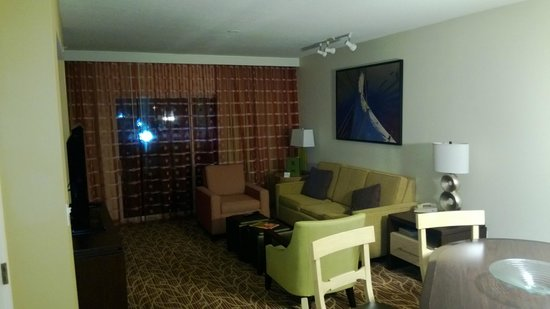 Marriott's Harbour Lake:                   Living Room With View To Deck