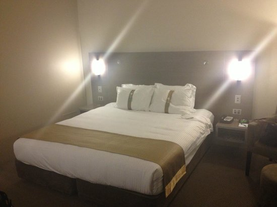 DoubleTree by Hilton Hotel Cairns: bed