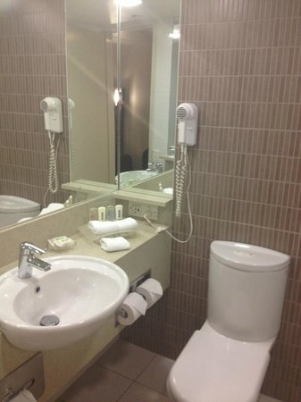 DoubleTree by Hilton Hotel Cairns: bathroom
