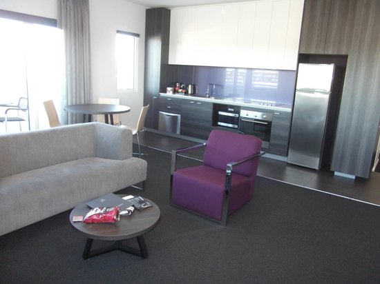 Tyrian Serviced Apartments Fitzroy:                   kitchen/living area