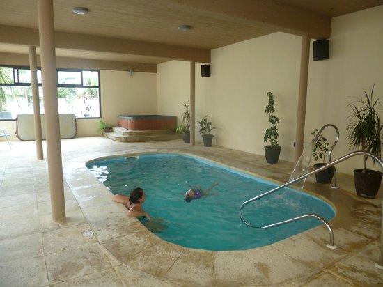Hotel Genoves:                   Piscina interior climatizada.