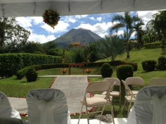 Arenal Volcano Inn:                   View from the wedding ceremony area