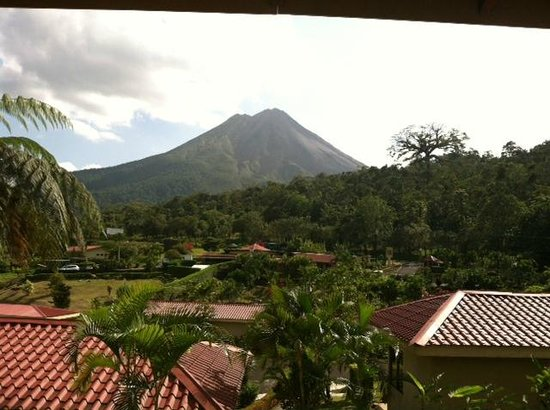 Arenal Volcano Inn:                   View of the volcano from my room