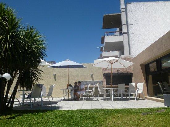 Hotel Genoves:                   Piscina.