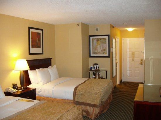 Hilton Arlington:                   Suite