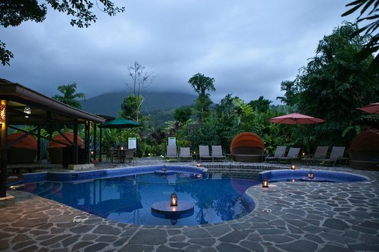 Nayara Resort Spa & Gardens:                   Pool in the evening