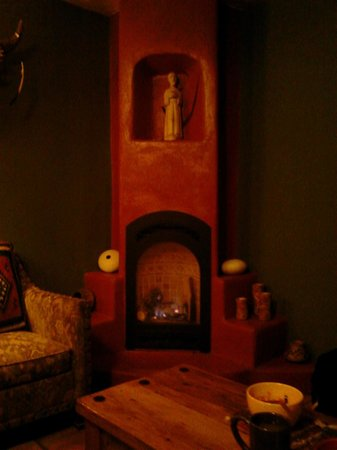 Adobe and Pines Inn B&B:                   gas fireplace Puerta Blanca