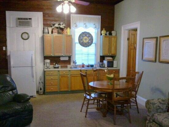 Crescent City Guest House:                   Central meeting area: Raid the fridge anytime!