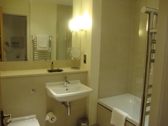 The Nadler Kensington:                   Bathroom, very clean!