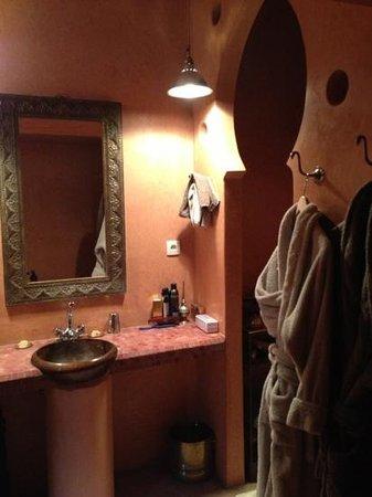 Dar Nadir :                   Detalle del baño