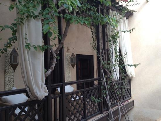 Dar Nadir:                   Balcón sobre el patio