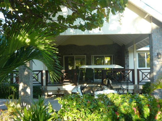 Palm Island Resort & Spa:                                     Seafeathers Villa (3 bedrooms)