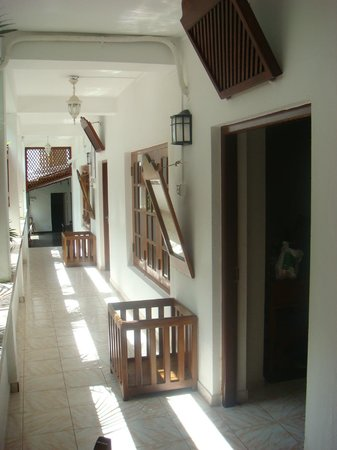 New Old Dutch House: Corridor