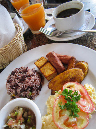 Hotel Dario: Nica breakfast from the café.