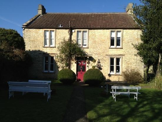 Fosse Farmhouse:                   cosy ;-)
