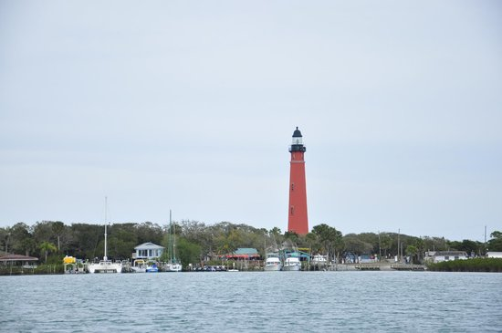 Manatee Scenic Tour Boat:                   Ponce Inlet Lighthouse