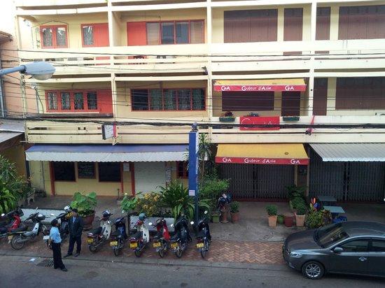 Best Western Vientiane Hotel: Opposite hotel