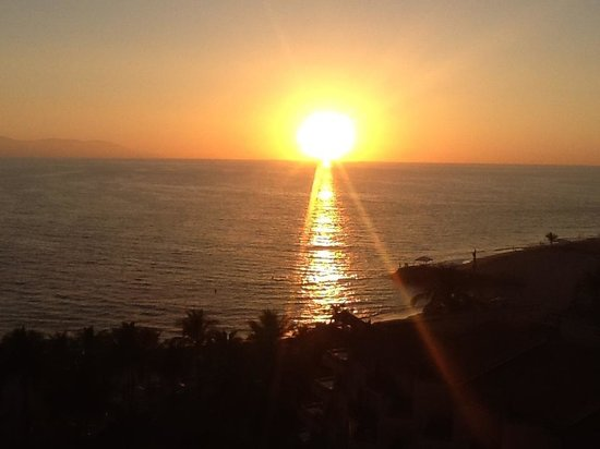 Friendly Vallarta All Inclusive Family Resort:                   Gorgeous sunset!