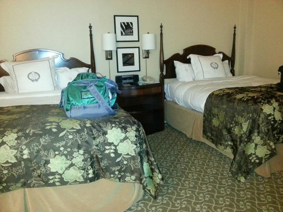 The Pfister Hotel: Double Queen Room