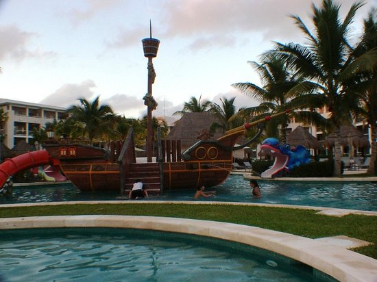 Paradisus Playa Del Carmen La Esmeralda:                   Pirate boat in the kid's pool