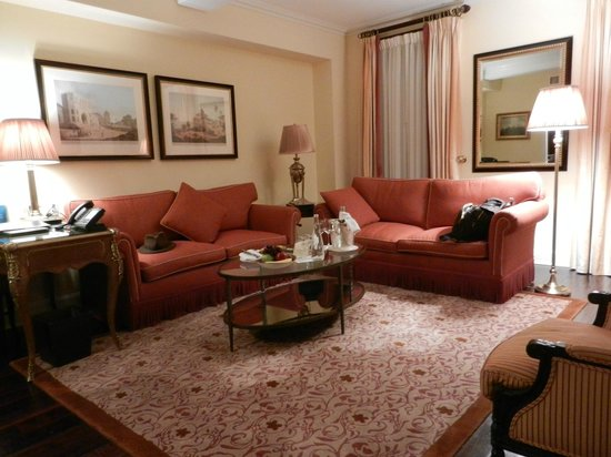 Hotel Plaza Athenee New York: living room suite 401
