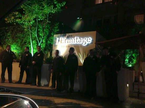 Viceroy L'Ermitage Beverly Hills :                   Outside the hotel