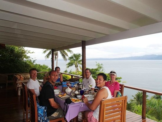 Naveria Heights Lodge: Breakfast as a group or on your private deck