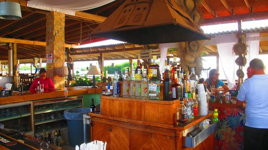 Grand Bahi-a Ocean View Hotel: Bar area, adjacent to restaurant