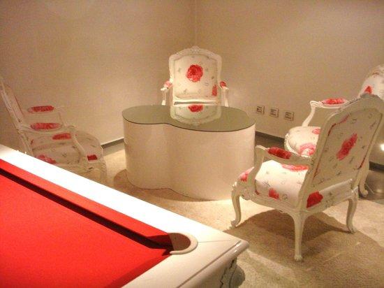 Hotel Home Florence:                   zona comune con biliardo e sala-lettura
